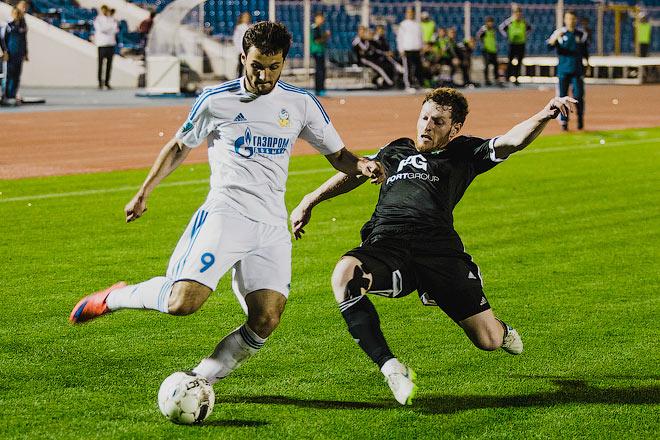 Играют «Тосно» и «Волгарь»