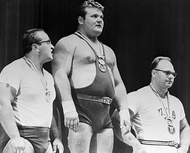 Три самых сильных человека в мире (слева направо): Юрий Власов, Леонид Жаботинский и Норберт Шемански – на XVIII Олимпийских играх в Токио