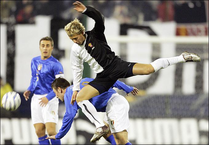 Товарищеский матч с Италией в феврале 2005 года. Форма, символизирующая борьбу с расизмом