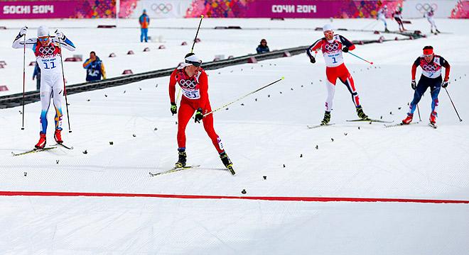 Финиш гонки в мужском скиатлоне