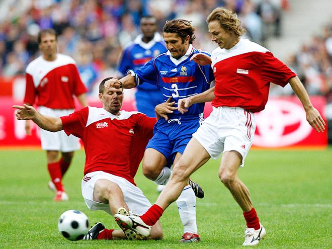 Валерий Карпин (справа) в сборной мира