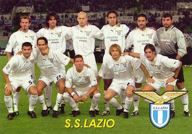 Эрнан Креспо (крайний справа в нижнем ряду) в составе римского «Лацио»