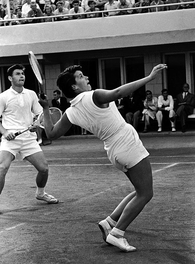 Теннисисты Анна Дмитриева (Москва) и Сергей Лихачёв (Баку) завоевали звание чемпионов СССР