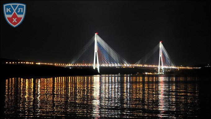 Владивосток ночью: мост на остров Русский