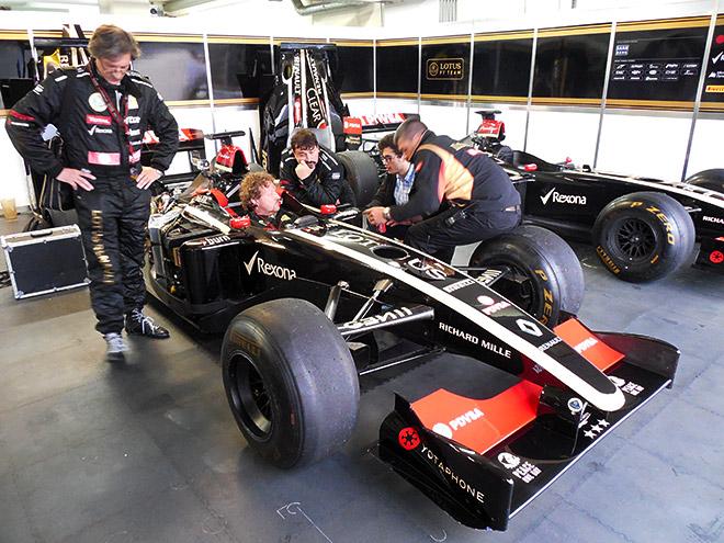 Брифинг с машинами Формулы-1
