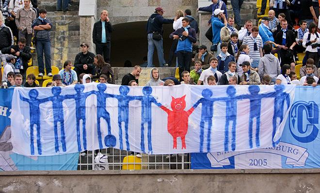 Далёко не самый жёсткий баннер фанатов «Зенита», посвящённый Владимиру Быстрову