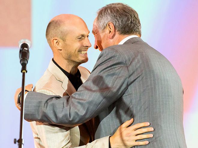 Вручение награды Давыденко