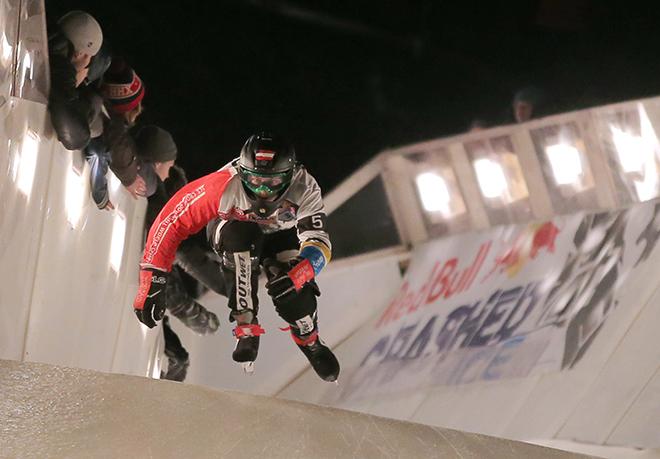 В этих условиях все шансы есть у скоростного спуска на коньках (Ice Cross Downhill) – гибрида конькобежного спорта, лыжного кросса и хоккея с мячом