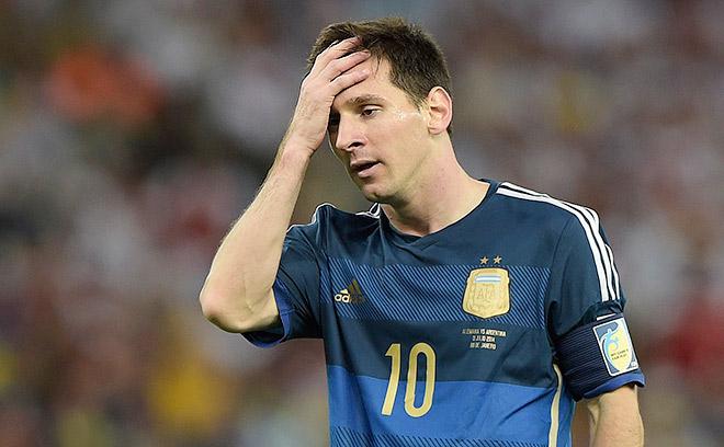 Когда время финала почти истекло, Лео Месси не сумел использовать последний шанс Аргентины, пробив со штрафного намного выше ворот