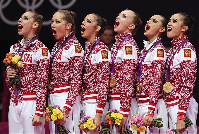 Юные российские олимпийские чемпионки поют гимн. Учитесь, господа…