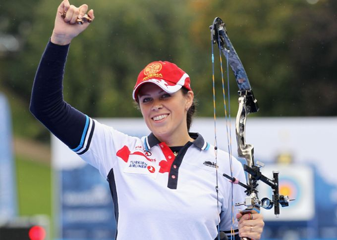 Трёхкратная чемпионка мира по стрельбе из блочного лука Альбина Логинова. К сожалению, это пока неолимпийская дисциплина