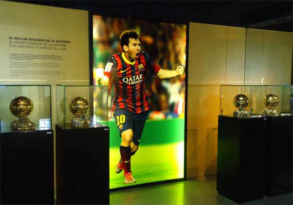 Персональный павильон Месси и его 'Золотых мячей' в музее 'Барселоны'