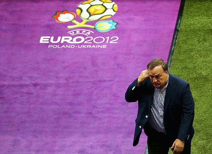 Дик Адвокат покидает чемпионат Европы и сборную России