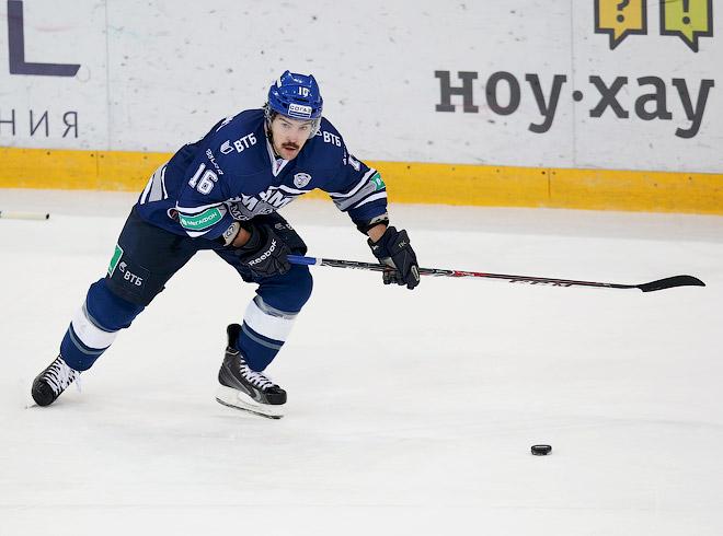 Нападающий московского «Динамо» Каспарс Даугавиньш в рамках благотворительной акции отращивает усы уже восемь лет