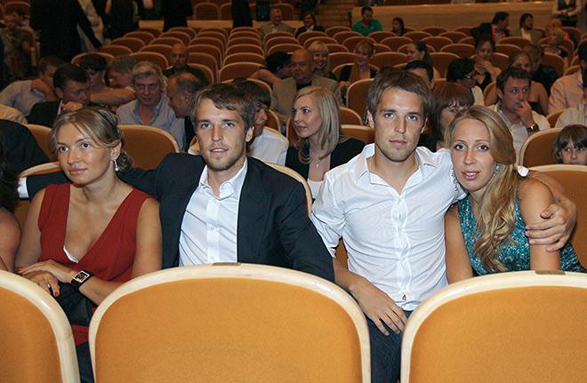 Братья Комбаровы с супругами