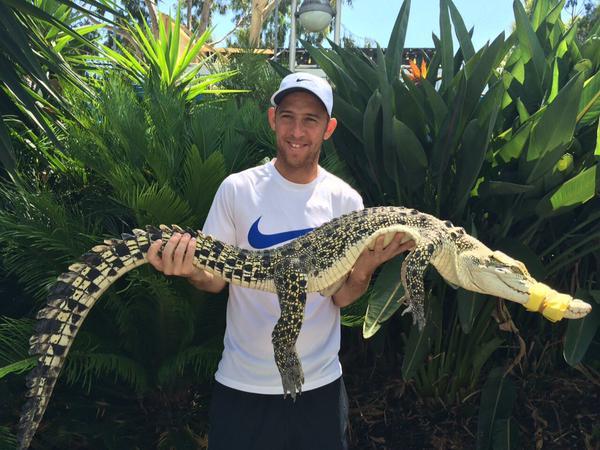 Дуди Села, в отличие от Шведовой, выбрал более опасное животное — крокодила.