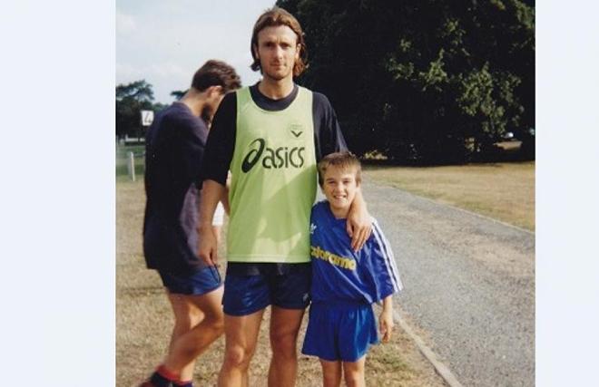 Матьё Вальбуэна с полузащитником «Бордо» 1990-х Кристофом Дюгарри