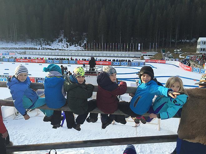 Дети на трибунах в Словении – на краю пропасти