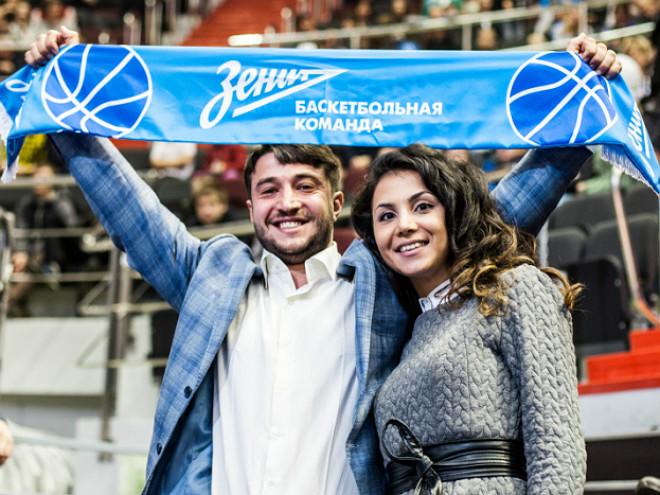 Супруга Артёма Вихрова с двоюродным братом