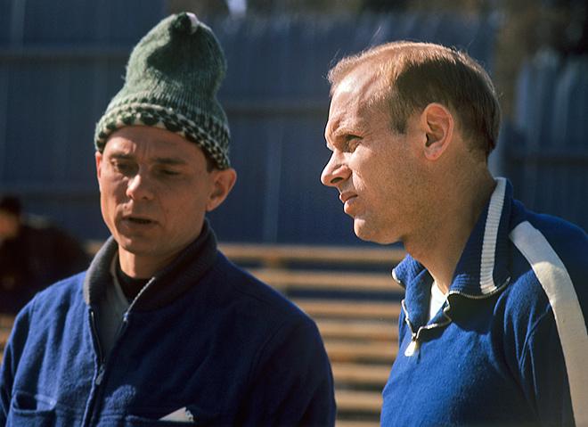 Эдуард Стрельцов (справа)
