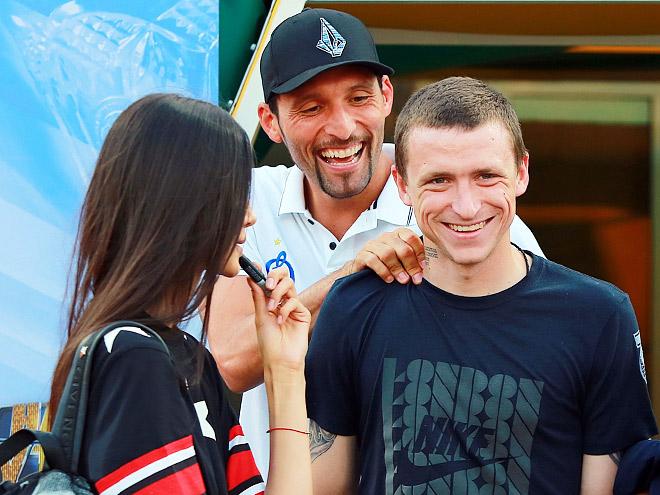 Кевин Кураньи (в центре)