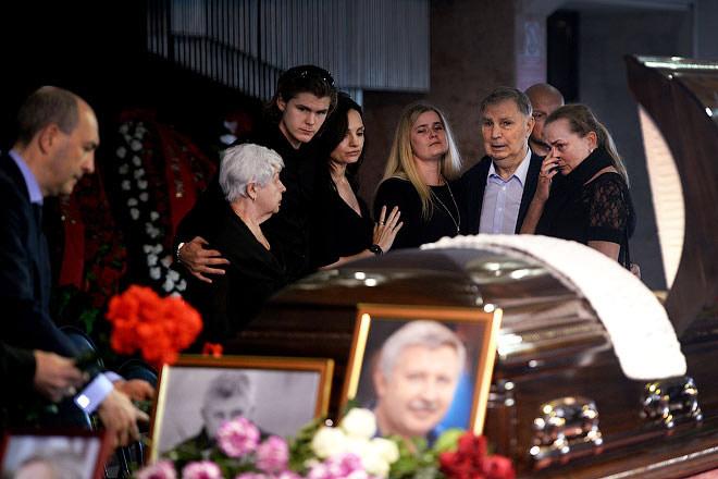 Похороны сына Виктора Тихонова Василия