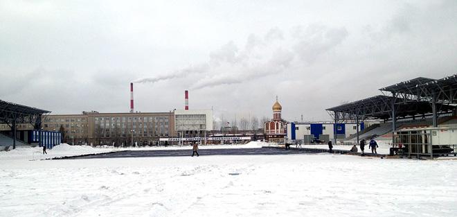 Нижний Тагил. Стадион «Спутник». Начинается монтаж хоккейной коробки для «Русской классики»