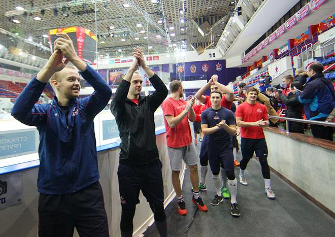 Игроки ПХК ЦСКА благодарят болельщиков за поддержку
