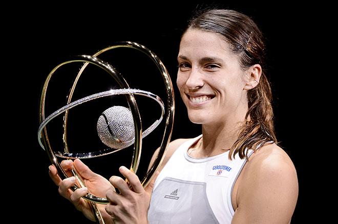 Петкович завоевала титул на отказе Суарес-Наварро