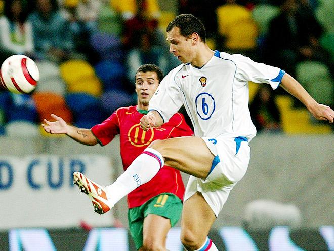 Португалия — Россия — 7:1. По воротам бьёт Сергей Игнашевич