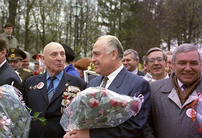Личный водитель Жукова Александр Бучин и Виктор Черономырдин
