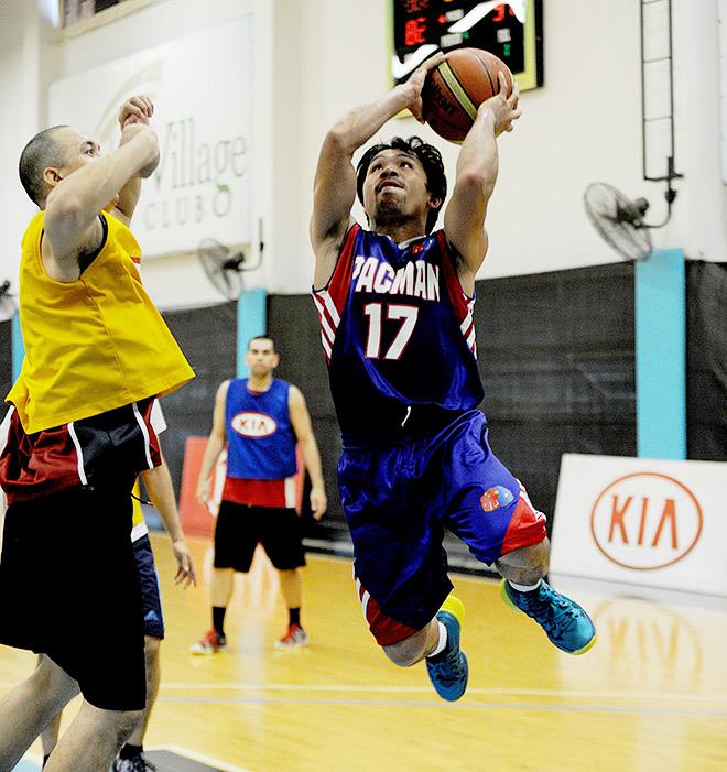 Мэнни Пакьяо набрал первые очки в официальном баскетбольном матче