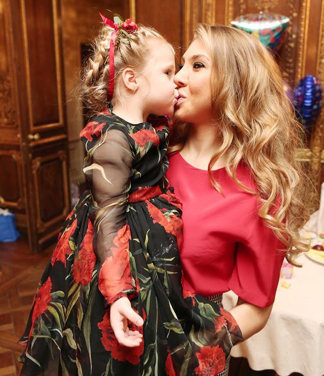 Дочь и жена Дениса Глушакова