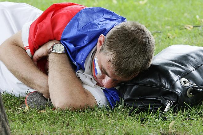 Российский болельщик перед началом матча полуфинала Евро-2008 между Россией и Испаний