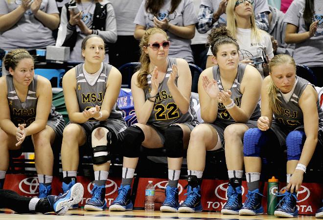 Лорен Хилл с партнёршами по команде