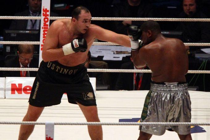 Александр Устинов уверенно движется к заветной цели — бою за титул чемпиона мира.