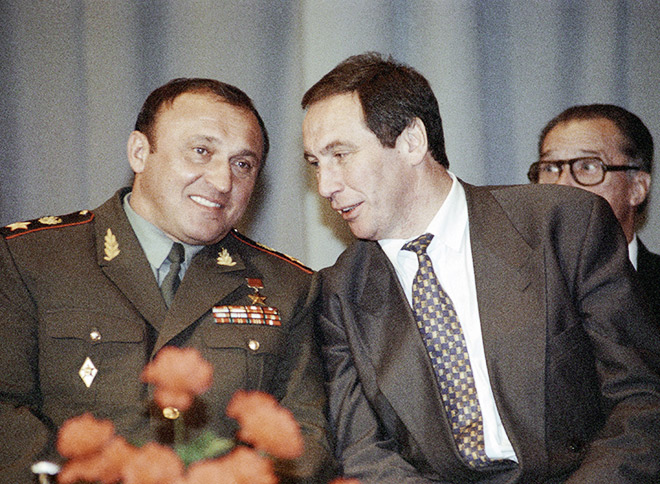Бывший министр обороны РФ Павел Грачёв и Шамиль Тарпищев