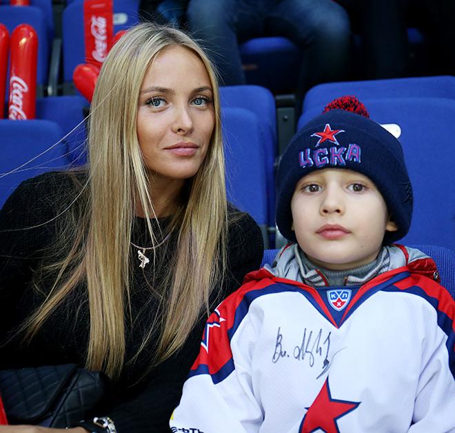 12 самых красивых болельщиц Матча звёзд КХЛ