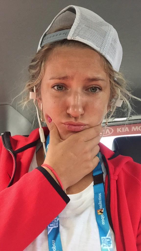 Виктория Азаренко пока в пробке и не может добраться до тренировочных кортов «Мельбурн Парка».