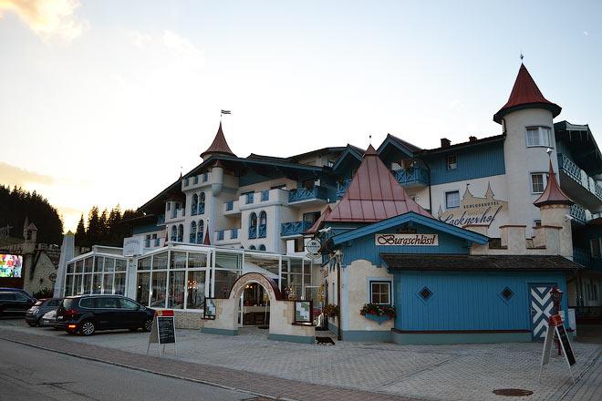 «Рубин» разместился в отеле, стилизованном под сказочный средневековый замок