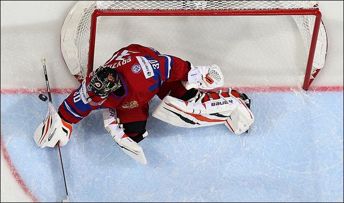 Илья Брызгалов снова в воротах сборной России. Как и 14 лет назад…