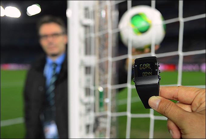 Главный футбольный орган мира, ФИФА, одобрил новую систему фиксации взятия ворот и будет применять ее на...