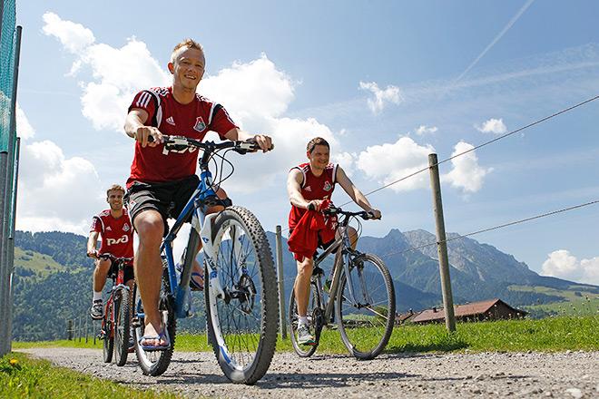 Альпийская жара. Как «Локомотив» живёт и тренируется в Австрии