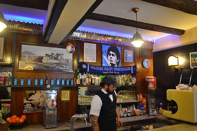 Бар «Нило», посвященный Марадоне и его фан-клубам со всего света