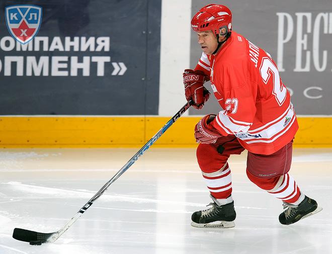 Виктор Шалимов в матче ветеранов отечественного хоккея