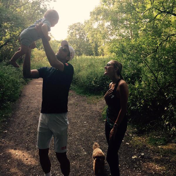 Новак Джокович на прогулке с семьёй