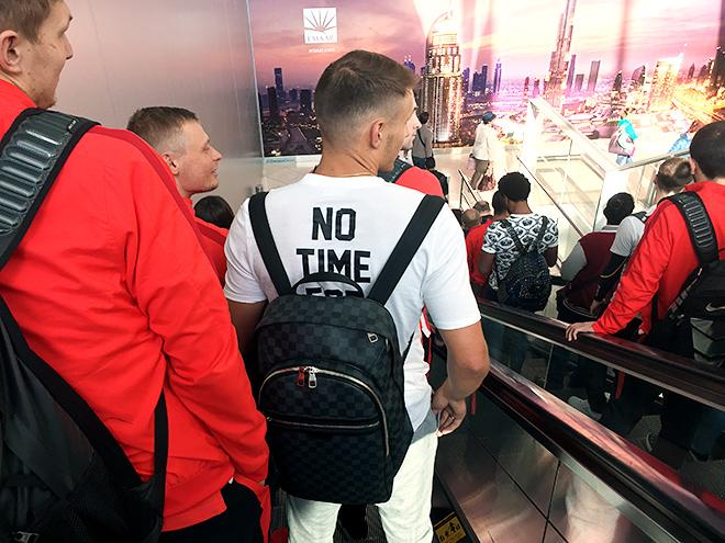 Футболка с надписью «Нет времени на лузеров!»