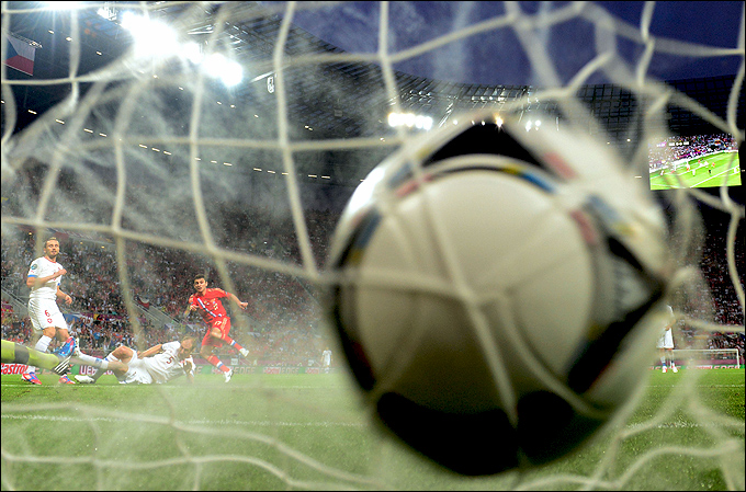 сильный удар футбол
