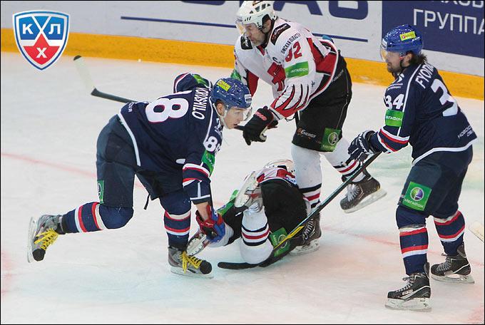 """Несмотря на отсутствие Йори Лехтеря,  """"Сибирь """" выиграла первый домашний матч плей-офф и повела в серии с  """"Авангардом """"..."""