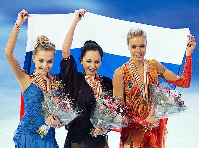 Елизавета Туктамышева (в центре) на чемпионате Европы в Стокгольме во время церемонии награждения